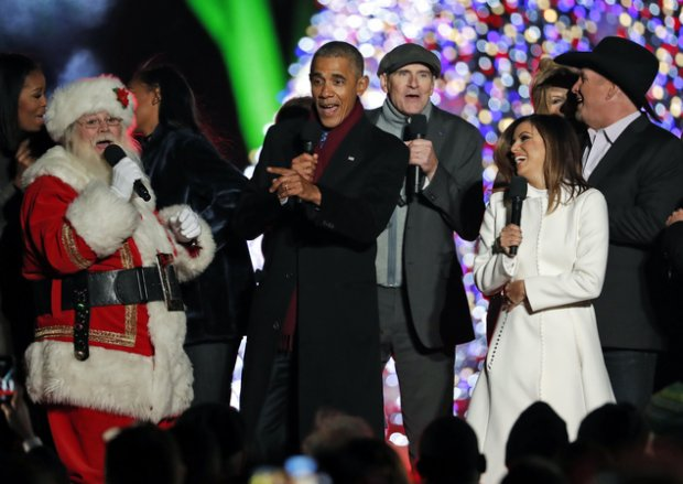 "Обама кетиши олдидан Вашингтонда ""Jingle Bells"" қўшиғини ижро этди"