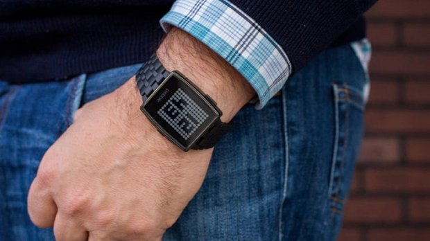 Fitbit ақлли соат чиқарадиган Pebble компаниясини сотиб олади