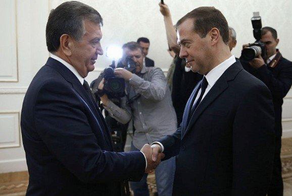Россия бош вазири Медведев Шавкат Мирзиёевни сайловлардаги ғалабаси билан табриклади