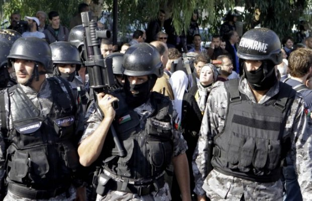 Иорданияда номаълум шахслар полициячиларга ҳужум қилди