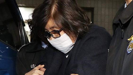 Жанубий Кореяда президентнинг дугонаси устидан суд жараёни бошланди