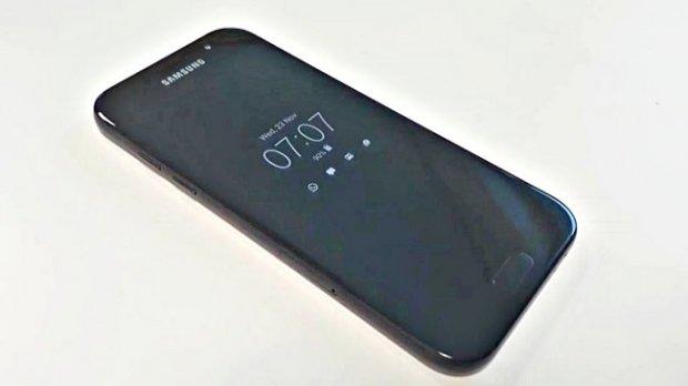 Samsung навбатдаги А серия смартфонларининг сувдан ҳимояланишини тасдиқлади
