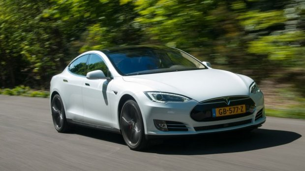 Tesla автопилоти тўқнашувни олдиндан айта олди