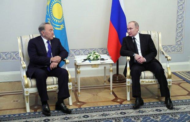 Путин ва Назарбоев телефон орқали бир қатор масалаларни муҳокама қилишди