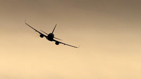 Испания самолёти бомба туфайли Прагада фавқулодда қўнди