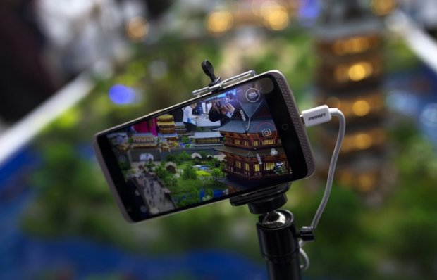 Хитойнинг ZTE корпорацияси кўз билан бошқариладиган смартфонни ишлаб чиқди