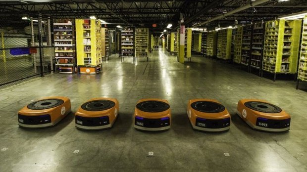 Amazon xodimlar sonini qisqartirmay 15 ming robotni ishga tushirdi