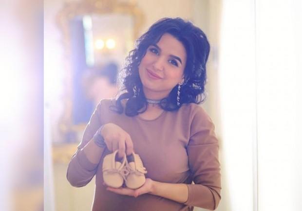 Yulduz Usmonova nabirasini ko'rish uchun tug'ruqxonaga bordi (Foto)