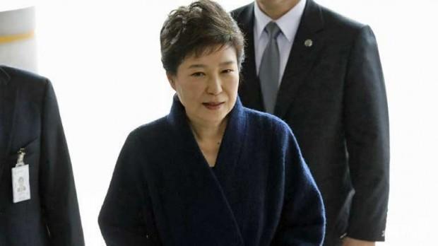 Жанубий Кореянинг собиқ президенти ярим кундан кўпроқ сўроқ қилинди