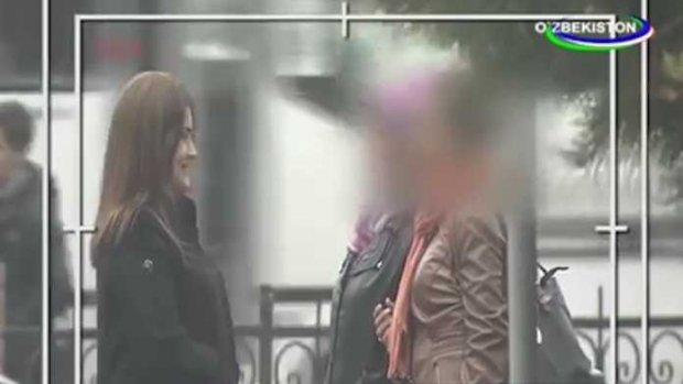 Шантажом развел на секс русскую жену брата