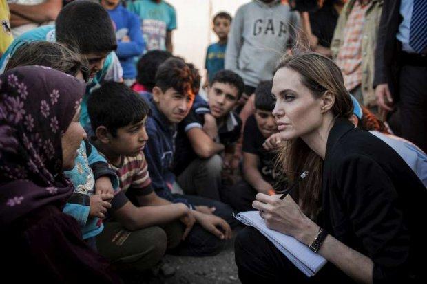 Anjelina Joli Iordaniyadagi qochoqlar lageriga tashrif buyurdi