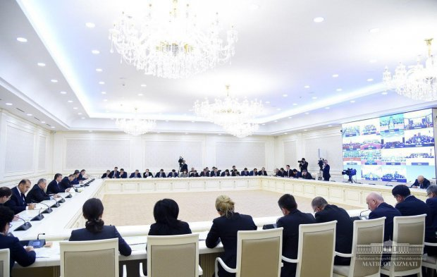 Шавкат Мирзиёев видеоселектор йиғилиши ўтказмоқда