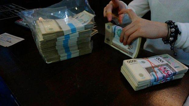 Узоқ кутилган янгилик: Ўзбекистонда банклар нақд пулда кредит бериши мумкин