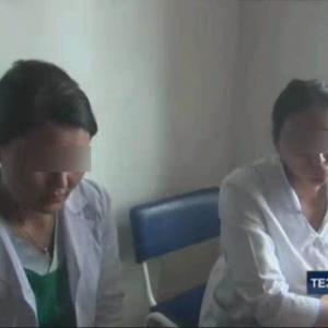 Самарқандда 2 нафар акушер-гинеколог пора олаётганида қўлга тушди (видео)