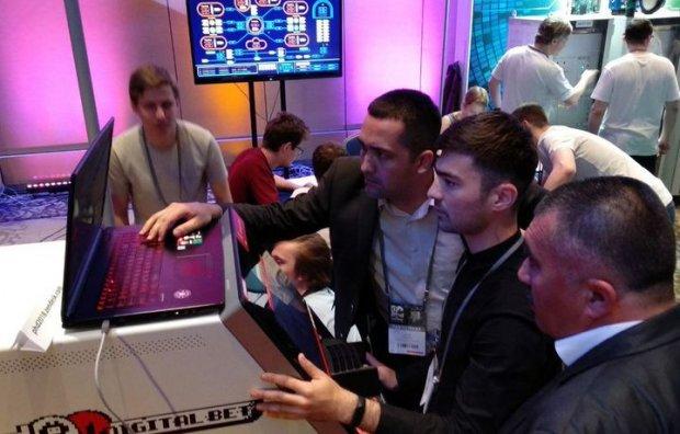 Ўзбекистонлик «хакер»лар банкоматни 15 дақиқада «бузиб», халқаро танловда учинчи ўринни эгаллашди