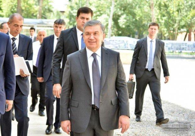 Шавкат Мирзиёев ёзувчилар уйига ташриф буюрди (фото)