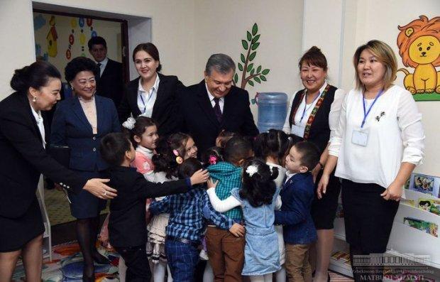 Президент Нукусдаги боғча ва поликлиника фаолияти билан танишди (фото)