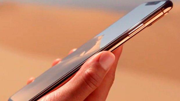 Apple янги моделларига талаб пастлиги сабабли эски моделини яна ишлаб чиқара бошлади