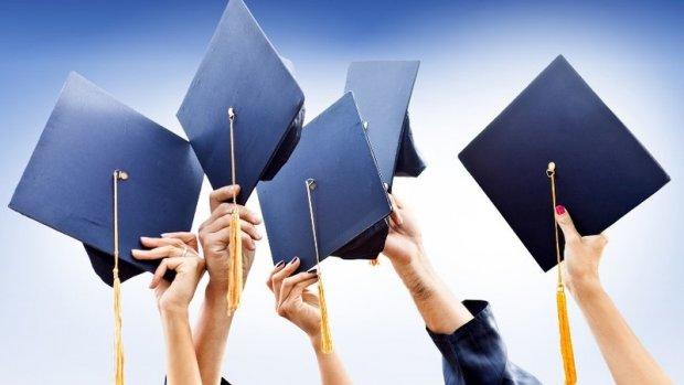 Prezident kollejlar quruq diplom beradigan dargohga aylanib qolganini tanqid qildi
