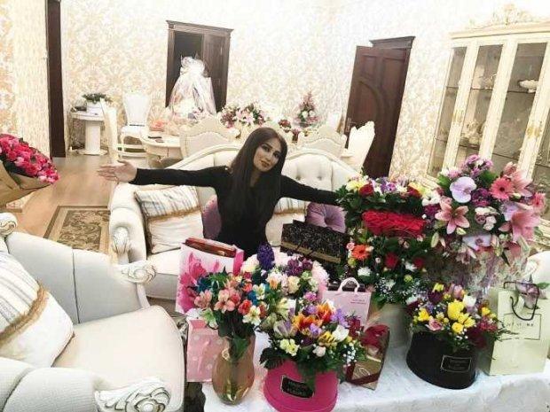 Munisa Rizayeva 8 martda olgan sovgʻalarini namoyish qildi