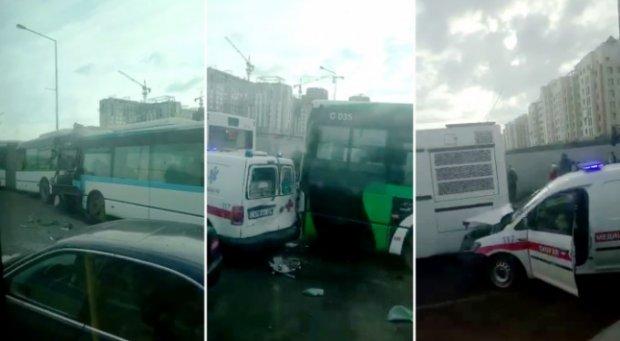 Нур-Султонда учта автобус ва тез ёрдам машинаси тўқнашиб кетди (видео)