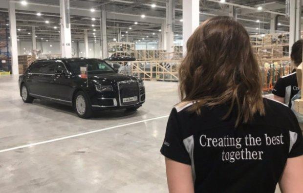 Путин Mercedes-Benz заводининг очилишига Aurus машинасида ташриф буюрди