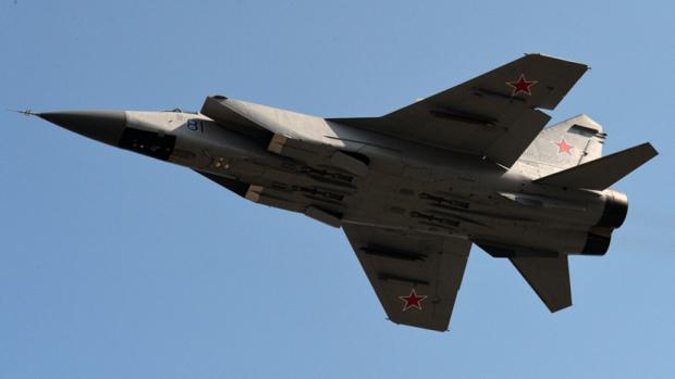 Putinga «xanjar»li MiG-31 qiruvchi samolyoti namoyish etildi (video)