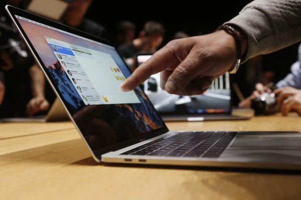 АҚШда самолётларга MacBook Pro ноутбукларини олиб чиқиш тақиқланди