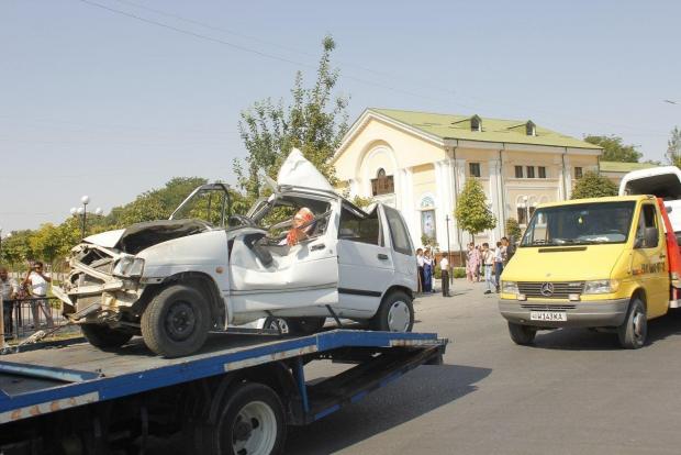 Фарғонада ЙТҲга учраган автомобиллар «паради» бўлиб ўтди (фото)