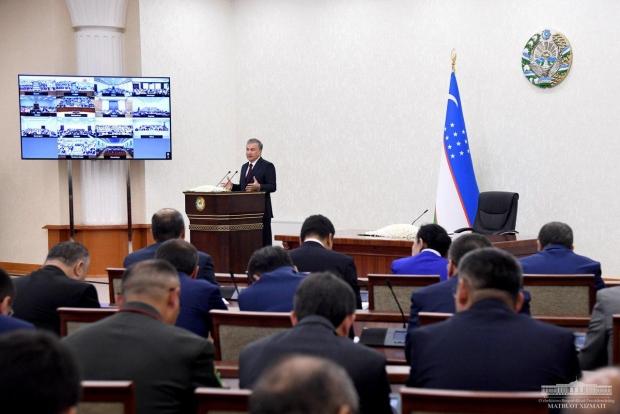 Shavkat Mirziyoyev: «Sirti yaltiroq, ichi qaltiroq kollejlarimizga mahliyo bo'lib, shuncha vaqtni bekorga boy berdik»