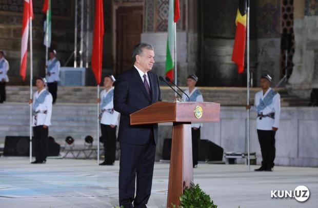 Президент Самарқандда «Шарқ тароналари» халқаро мусиқа фестивалини очиб берди