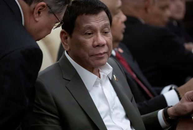Филиппин президенти порахўр амалдорларни отишга рухсат берди