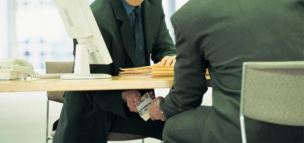 «Xalq banki» Bo'z tuman filiali boshqaruvchisi pora bilan ushlandi