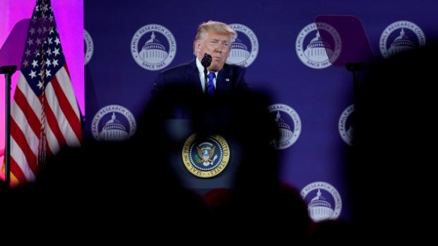Трамп Туркияга қарши «қудратли санкциялар» қўллашга тайёрланмоқда