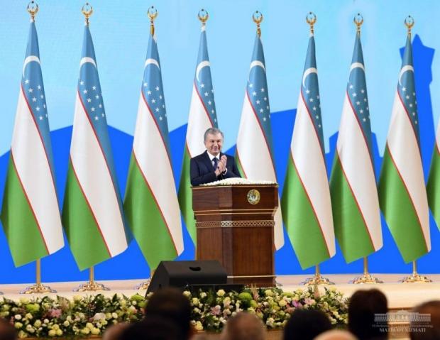 Президент Узбекистана предлагает использовать интернет-возможности:для продвижения узбекского языка