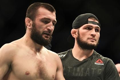Нурмагомедов UFC турнирида бўғилиб ютқазган акасига мурожаат қилди