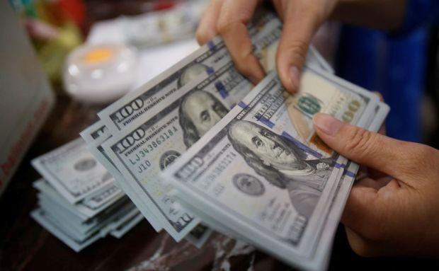 O'zbekistonda dollarning rasmiy kursi yana tushdi