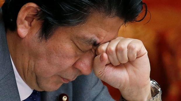 Япония бош вазири ҳожатхона қоғозини ёппасига сотиб олмасликка чақирди