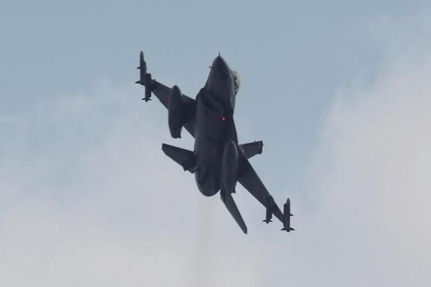 Turkiya qiruvchi samolyoti Suriya samolyotini urib tushirdi