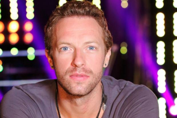 Coldplay гуруҳи яккахони Крис Мартин уйида концерт берди (видео)