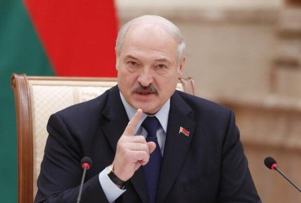 Lukashenko koronavirusga chalinganlarni shaxsan o'zi davolashga tayyorligini aytdi