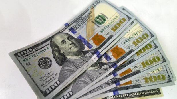 O'zbekistonda dollarning rasmiy kursi 9700 so'mga yaqinlashdi