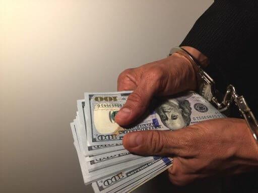 Асакалик мансабдор 10 минг АҚШ доллари пора олаётганда қўлга тушди