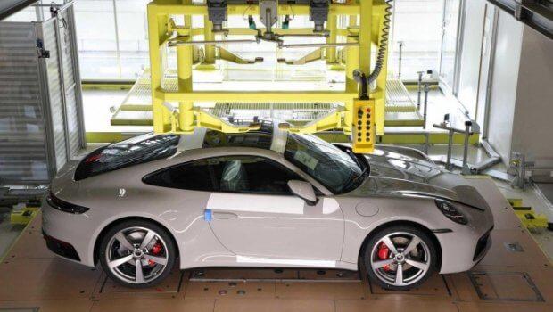 Porsche харидорлари ўз автомобиллари йиғилишини кузатиши мумкин бўлди