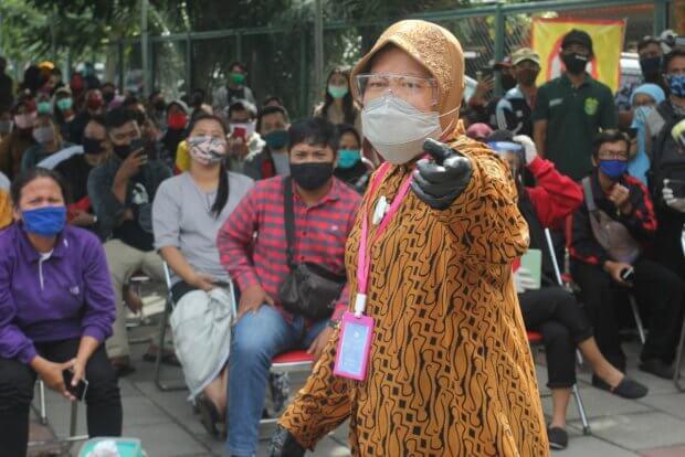Indoneziyadagi shahar meri shifokorlar oldida tiz cho'kdi