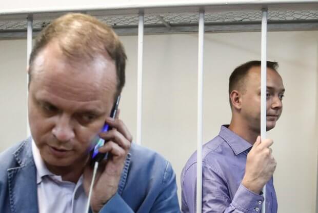 Давлатга хиёнатда айбланаётган журналист: Россияда ҳарбий мавзуларда қалам тебратган Сафроновни ФХХ ҳибсга олди