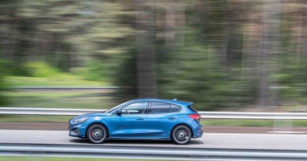 Ford ҳайдовчиси тезликни соатига 703 кмгача оширгани учун жаримага тортилди