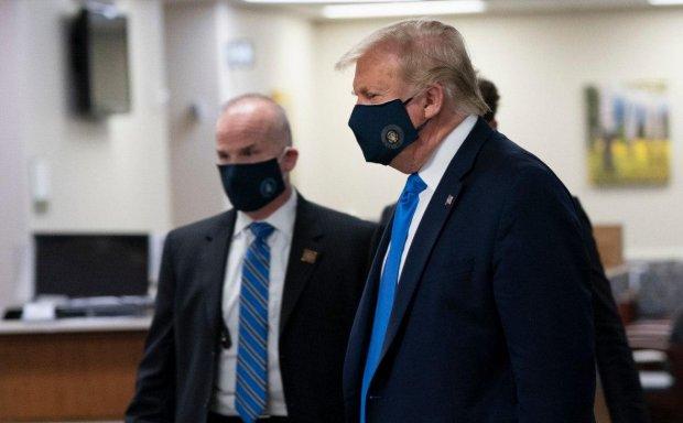 Трамп илк бор омма олдида тиббий ниқобда пайдо бўлди