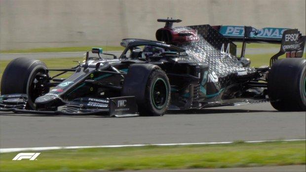 Hemilton uchta g'ildirakda finishni kesib o'tib, Formula-1 poygasida g'alaba qozondi