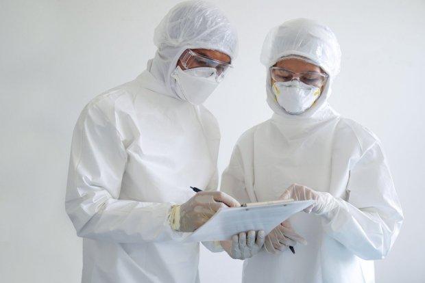 Ўзбекистонда коронавирусни 5-10 дақиқада йўқ қиладиган комбинезонлар ишлаб чиқарилмоқда